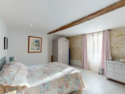 property for sale in Gironde bedroom 3