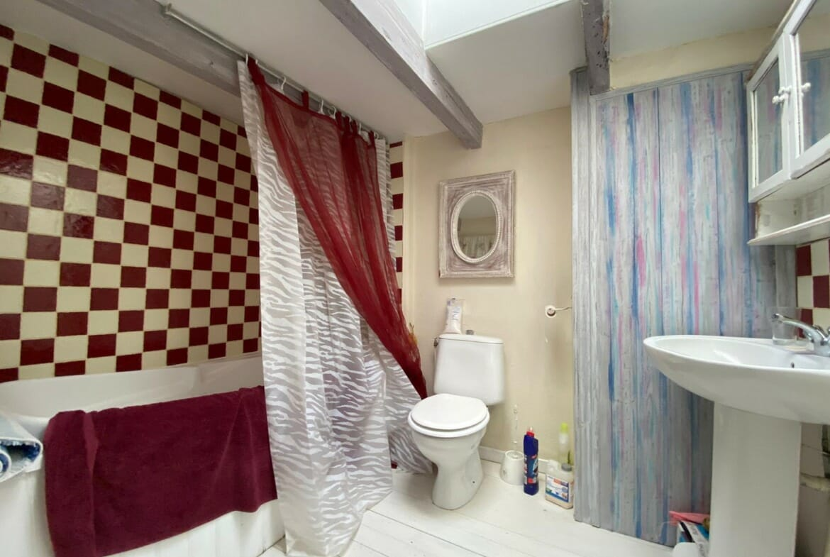 property for sale in Lauzun Bathroom