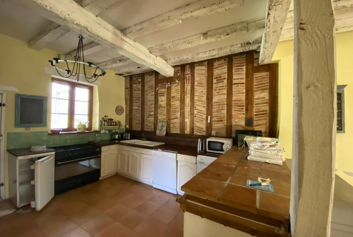 property for sale in Lauzun kitchen